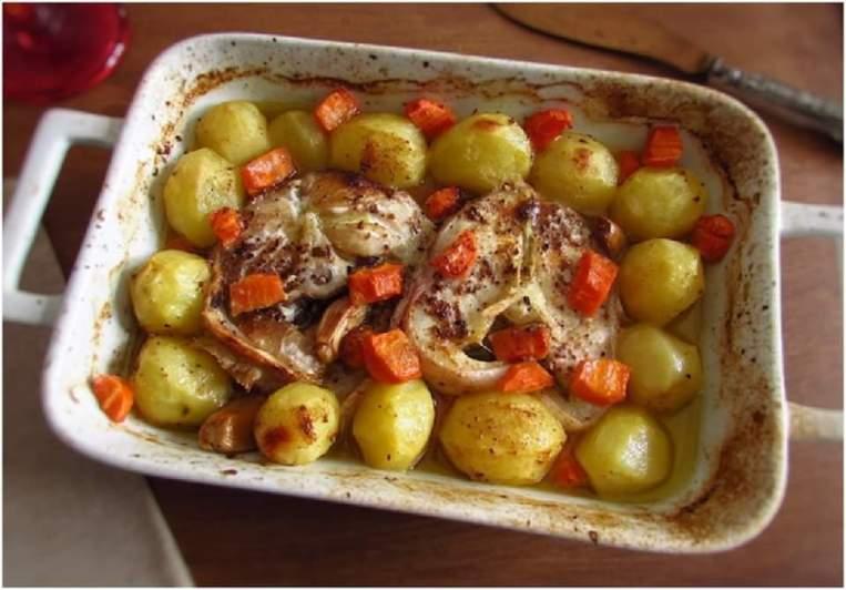 Maruca no forno com batatas e vegetais